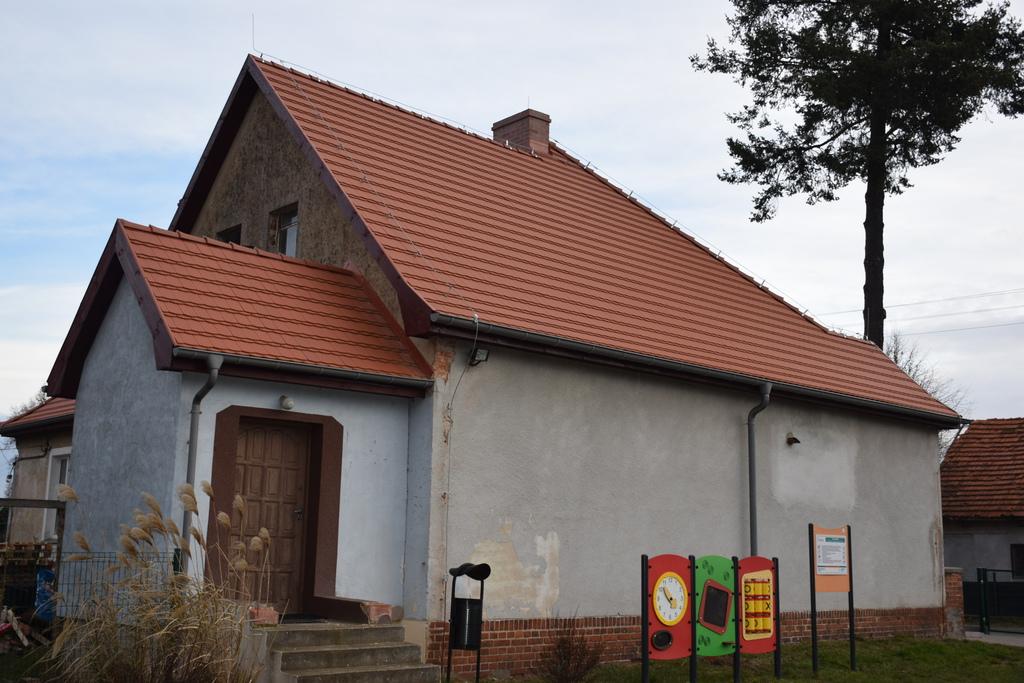 Na zdjęciu widać świetlicę wiejską w miejscowości: Pęciszów