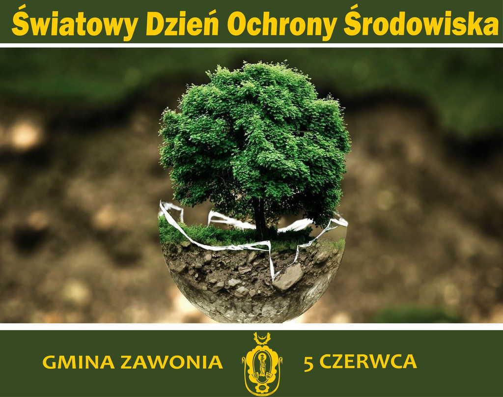 Na plakacie widnieją żółte napisy: Światowy Dzień Ochrony Środowiska. Gmina Zawonia, 5 czerwca. Na dole widoczny jest także żółty herb gminny. Na środku widać zielone drzewo w brązowej skorupce.
