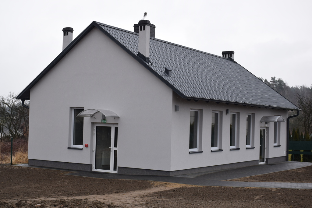 Na zdjęciu widać nową świetlicę wiejską w miejscowości: Cielętniki