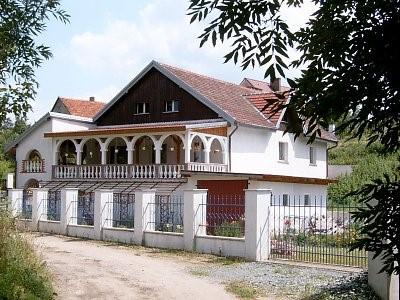 Na zdjęciu widać zabudowę mieszkalną w miejscowości Miłonowice