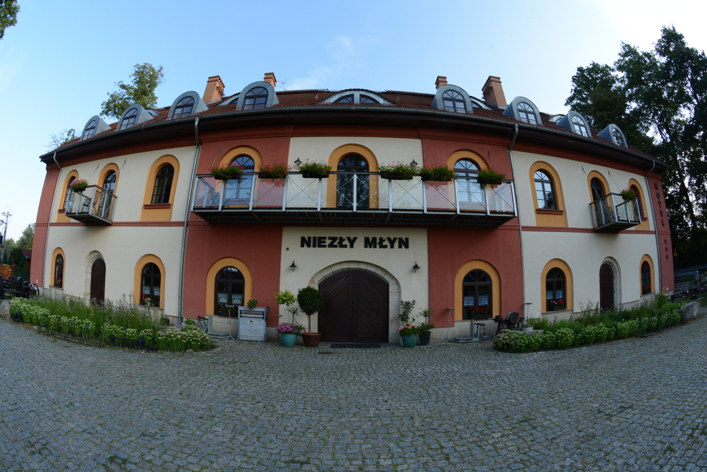 Na zdjęciu widać Hotel Niezły Młyn w miejscowości Czeszów