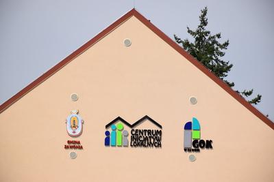Na zdjęciu widać Centrum Inicjatyw Lokalnych - świetlice wiejską w miejscowości: Czeszów - logo na budynku