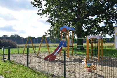 Na zdjęciu widać plac zabaw miejscowości: Czachowo