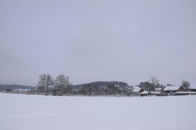 Na zdjęciu widać miejscowość Cielętniki, wszystko dokoła pokryte śniegiem