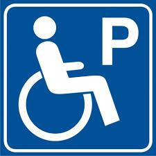 Symbol osoby niepełnosprawnej, literka P oznacza parking dla osoby niepełnosprawnej