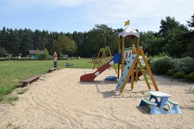 Na zdjęciu widać plac zabaw w miejscowości: Grochowa