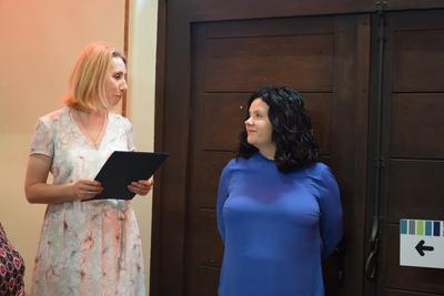 Na zdjęciu widać Dyrektorkę GOK-U panią Agnieszkę Buczak i dr. Annę Biela.