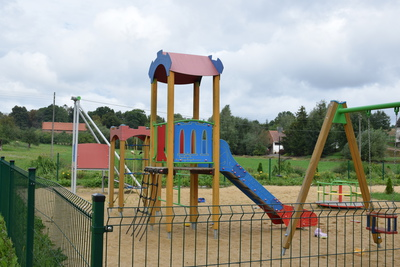 Na zdjęciu widać plac zabaw w miejscowości: Miłonowice