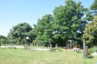 Na zdjęciu widać plac zabaw w miejscowości: Pęciszów