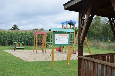 Na zdjęciu widać plac zabaw i altankę w miejscowości: Prawocice