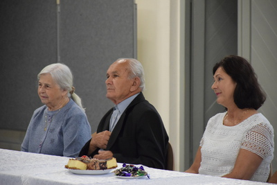 Na zdjęciu widać Jubilatów i członka rodziny