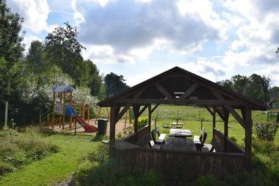 Na zdjęciu widać altankę w miejscowości: Sucha Wielka