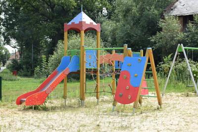 Na zdjęciu widać plac zabaw w miejscowości: Tarnowiec