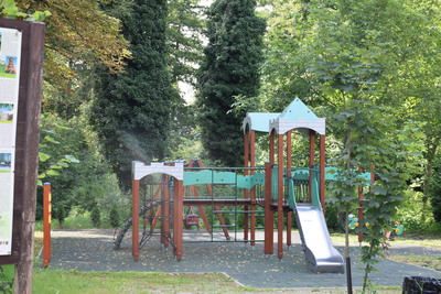 Na zdjęciu widać plac zabaw w miejscowości: Złotów