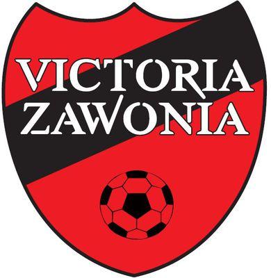 Na obrazku widać czerwono-czarne logo SKS Victoria Zawonia