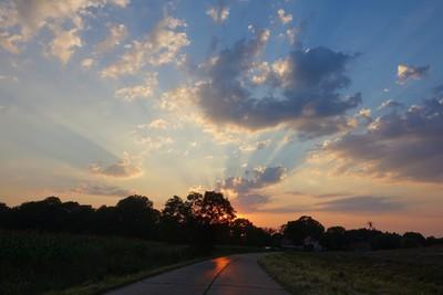 Na zdjęciu widać  zachód słońca w Gminie Zawonia