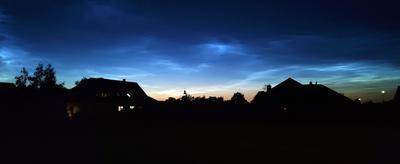 Zdjęcie przestawia zjawisko znane jako Obłoki Srebrzyste, okres wakacyjny to jedyny dobry moment na ich obserwację