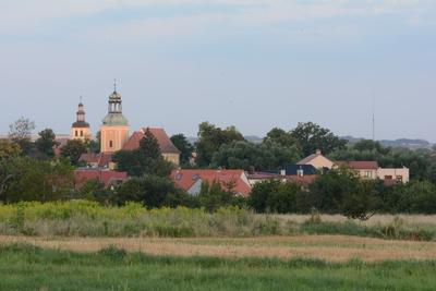 Na zdjęciu widać panoramę Zawoni z dwoma wieżami