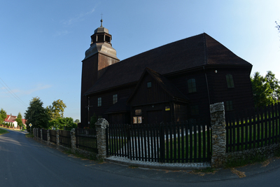 Na zdjęciu widać drewniany Kościół w Złotowie