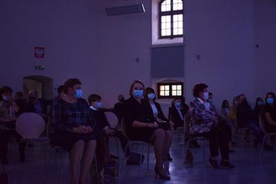 Na zdjęciu widać osoby, które przybyły na Galę Edukacji Narodowej